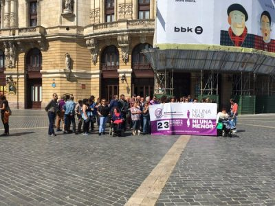 La red de entidades de intervención con mujeres 'Emakumeok Bidean' denunciará el último jueves de cada mes en distintos puntos de Bilbao